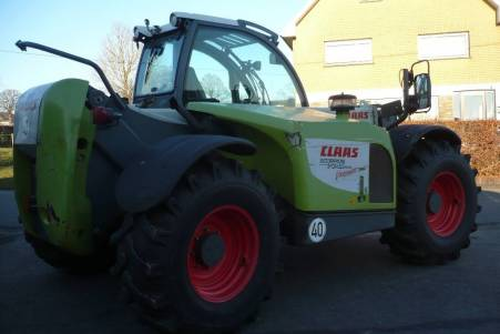 Claas Scorpion 7045